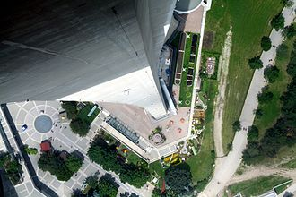 Glass floor - Image: CN Tower Nasty Fall