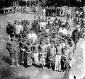 COLLECTIE TROPENMUSEUM Een groep jonge mannen (Bujang baru) in Penoekal Java TMnr 10002922.jpg