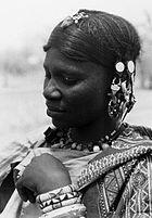 COLLECTIE TROPENMUSEUM Portret van een Bella vrouw nabij Gorom-Gorom TMnr 20010124