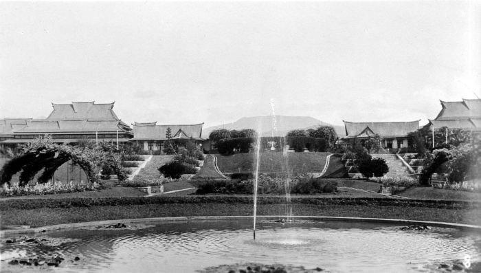 COLLECTIE TROPENMUSEUM Technische Hogeschool aan het IJzermanpark te Bandung Java TMnr 10002359