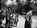 COLLECTIE TROPENMUSEUM Twee Batakvrouwen en kinderen Oost-Sumatra. TMnr 60005340.jpg