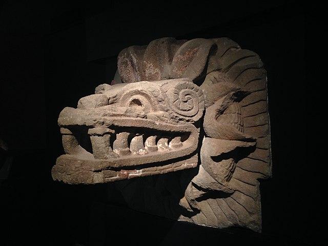 Serpent emplumé de Teotihuacan