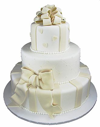 Fondant icing - Wedding cake covered and decorated with fondant
