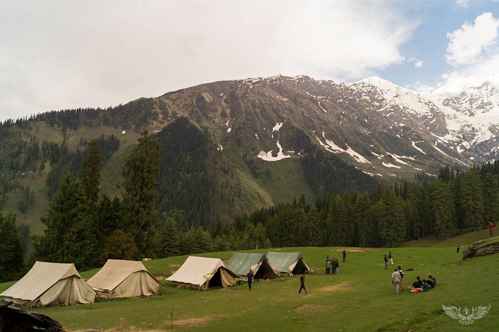 Camp-bandak-thatch