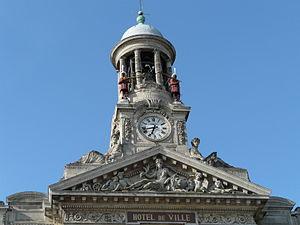 Cambrai - Image: Campanile hôtel de ville Cambrai