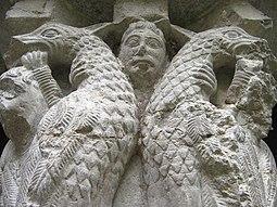 Detalle de uno de los capiteles del claustro.