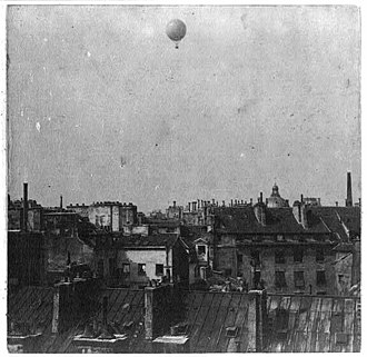 Henri Giffard - Image: Captive balloon of Henri Giffard over Paris 1878