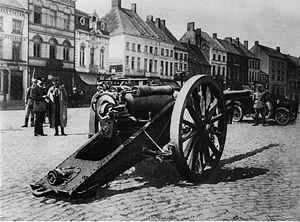 London Heavy Brigade, Royal Garrison Artillery - German soldiers with captured British QF 4.7 inch gun during World War I, apparently in Belgium