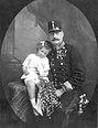 Carl Pietzner - Erzherzog Leopold Salvator mit Sohn Karl Pius, 1913.jpg