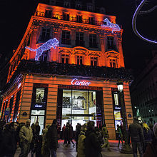 fb5a976038c303 Un magasin Cartier à Paris, sur les Champs-Elysées.