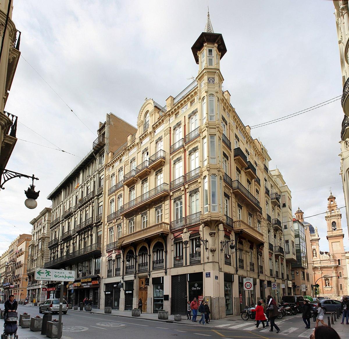 1200px-Casa_Sancho_de_Joaqu%C3%ADn_Mar%C3%ADa_Arnau_Miram%C3%B3n_%281901%29_en_Valencia.jpg