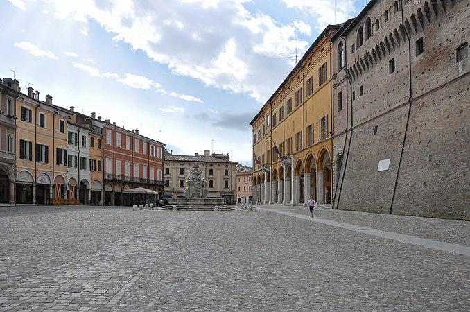Cesena Piazza del Popolo-6.jpg