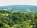 Châteauneuf-du-Faou 26 Montagnes Noires et Château de Trévarez depuis le point de vue.jpg