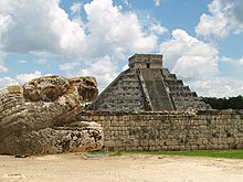 Chichen-Itza - piramide maya - panoramio - Francesco Lo Bello.jpg