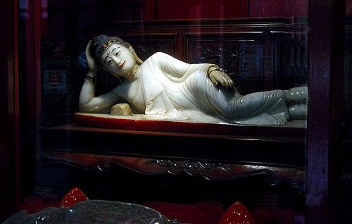 Rupaka Buddha berbaring dari Giok di Vihara Chan Buddha Giok, Shanghai, Tiongkok