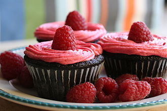 Buttercream - Image: Chocolate Cupcakes with Raspberry Buttercream