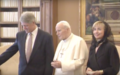 Clintons meet pope in 1994 I.png