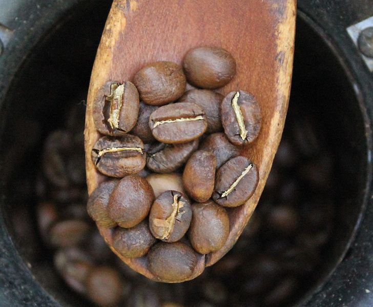 A chart depicting the color of coffee beans at various roasts.
