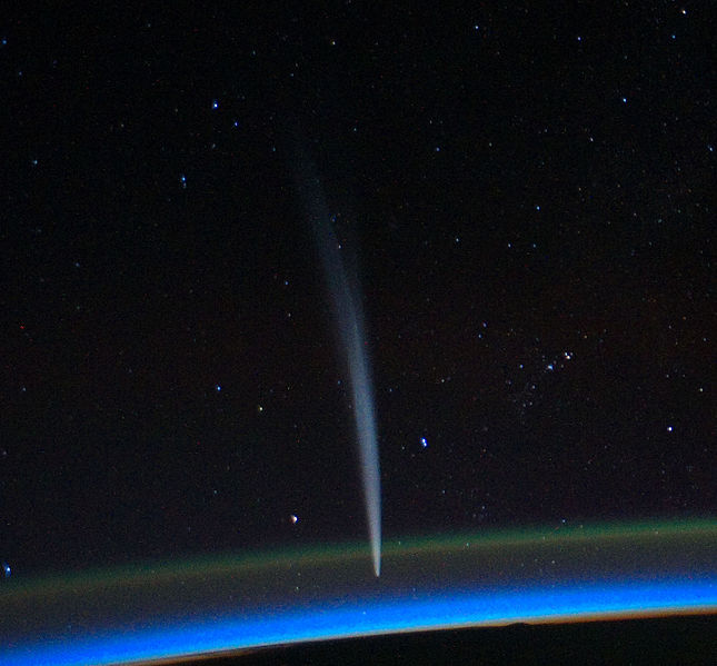 http://upload.wikimedia.org/wikipedia/commons/thumb/d/da/Comet_Lovejoy_seen_from_the_ISS.jpg/645px-Comet_Lovejoy_seen_from_the_ISS.jpg