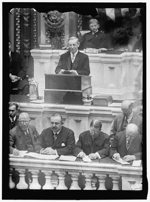 Wilson giving his first State of the Union address, the first such address since 1801 Congress opening message 63rd 02406a.tif