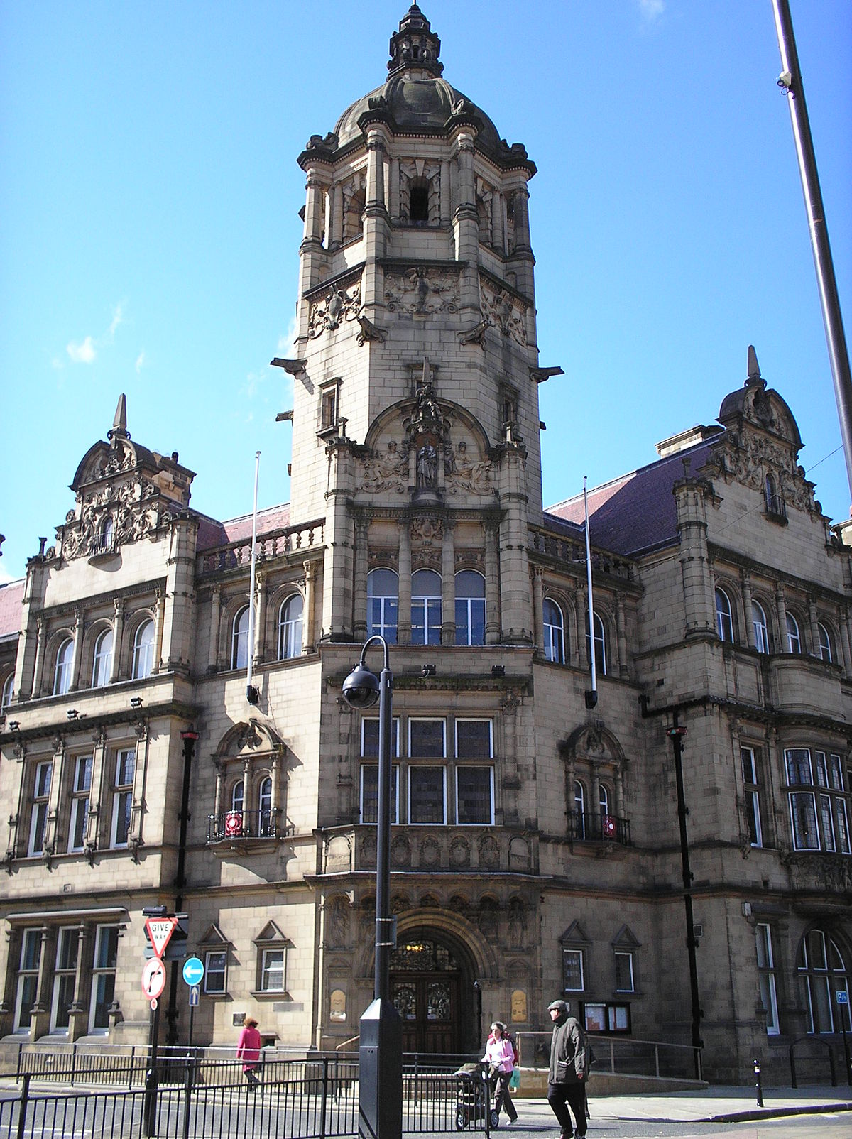 County hall wakefield wikipedia for Wakefield house