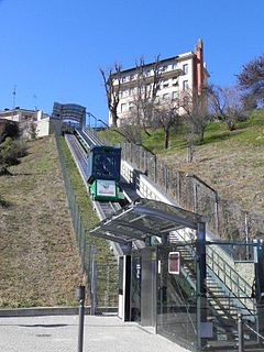 form of a cable railway system for steep gradient, similar to a funicular