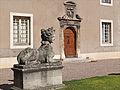 Dans la cour du palais des Ducs de Lorraine (Nancy) (7914647464).jpg