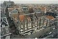 De 17'eeuwse schuilkerk der Doopsgezinden gezien vanaf het dak van V&D. NL-HlmNHA 54036282.JPG