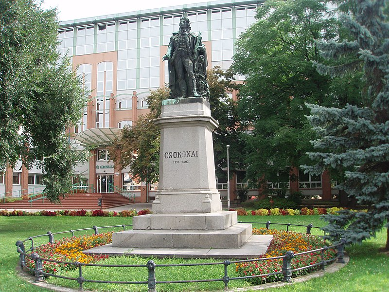 File:Debrecen 2010-09-04, Staue of Csokonai - panoramio.jpg