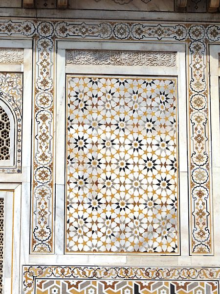 File:Decoration on the wall of the masoleoum of Itmad-ud-Daulah's tomb 3.jpg