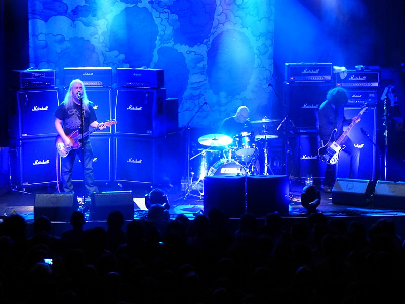 Fichier:Dinosaur Jr @ The Ritz, Manchester 1-2-2013 (8440212597).jpg