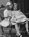 Dos chicas en vestidos de verano bella época dresde II.jpg