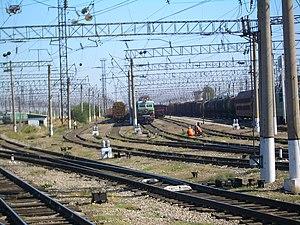 Железнодорожный транспорт в Казахстане Википедия Трансказахстанская магистраль соединяется с Турксибом у станции Чу Шу