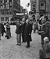 Eisenhower in Amsterdam. Eisenhower salueert op de Dam. Bij hem minister-preside, Bestanddeelnr 900-8851.jpg
