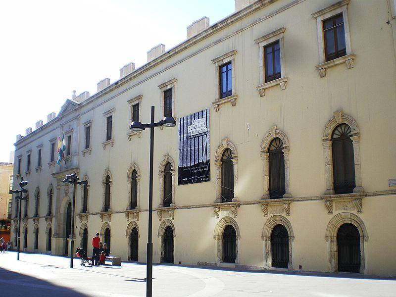 https://upload.wikimedia.org/wikipedia/commons/thumb/d/da/Escuela_Artes_Almería.jpg/800px-Escuela_Artes_Almería.jpg