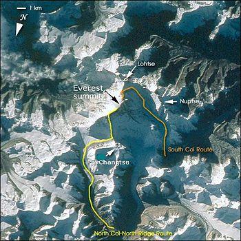 Deutsch: Everest, view from Satellite with cli...