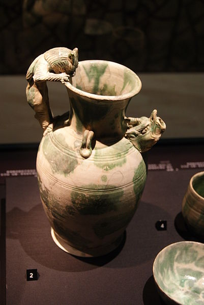 File:Ewer with feline-shaped handle from the Belitung shipwreck, ArtScience Museum, Singapore - 20110618-02.jpg