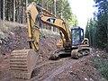 Excavator CAT 325B LN 8649.jpg