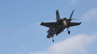 Ficheiro:F-35B Lighting II training flights.ogv