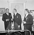 Fabrieksdirecteuren Jan (links) en Albert van Abbe in gesprek met burgemeester …, Bestanddeelnr 255-8450.jpg