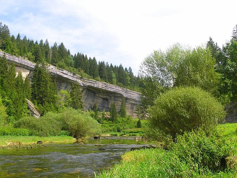 Felsen am Doubs