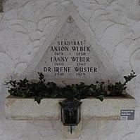 Feuerhalle Simmering - Arkadenhof (Abteilung ALI) - Anton Weber (1878–1950) 02.jpg