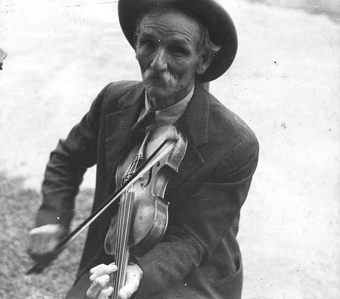 File:Fiddlin Bill Henseley, Mountain Fiddler, Asheville, North Carolina by Ben Shahn, 1937 LOC 290626613.jpg