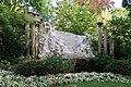 Fontaine Alfred de Musset, jardin de la Nouvelle-France, Paris 8e.jpg