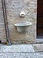 Fontanella via Fontesecca. Spoleto.jpg