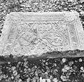 Fragment van grafzerk, afkomstig van het voormalig Augustijnenklooster Mariëndal - Arnhem - 20025087 - RCE.jpg