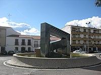 Fuente monumental frente al hospital.JPG