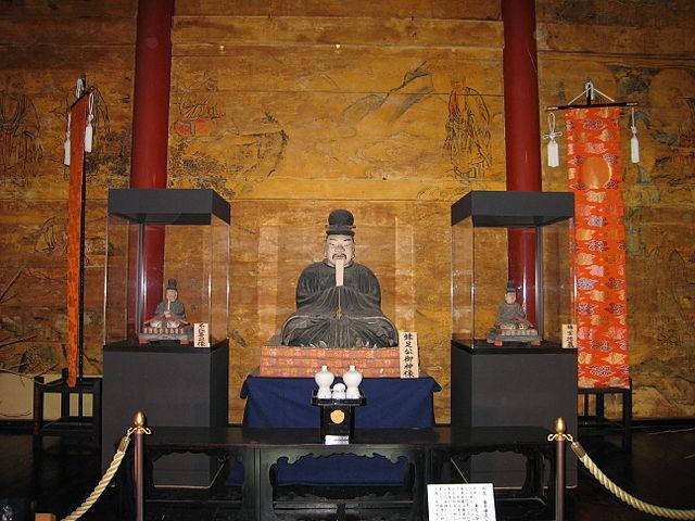 談山神社の藤原鎌足像 Wikipediaより
