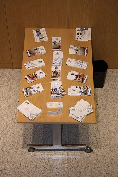 Archivo:GLAM-WIKI-FR 2010 Flyers Table.jpg