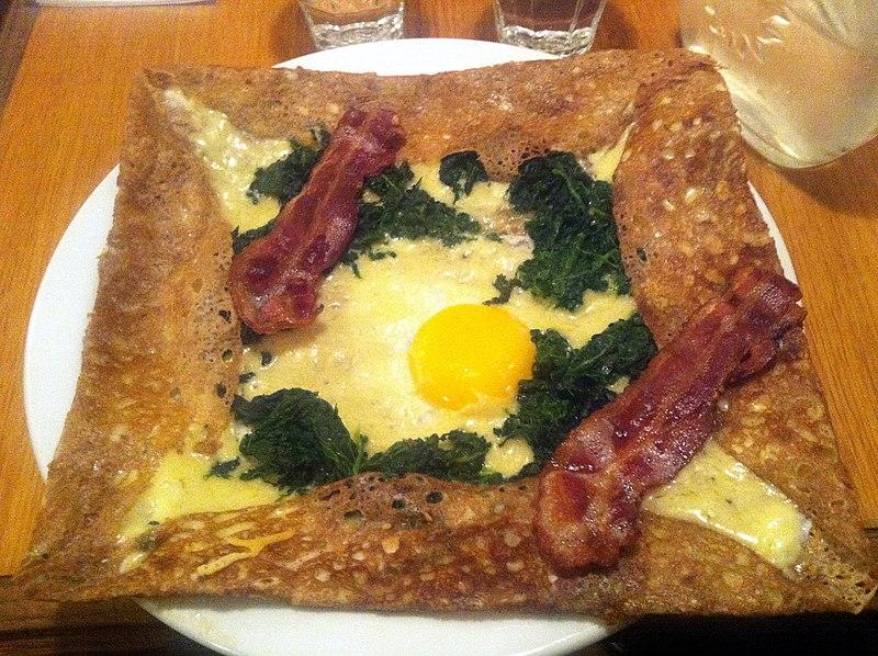 Description Galette med ost, spinat, æg og bacon (6818258861).jpg
